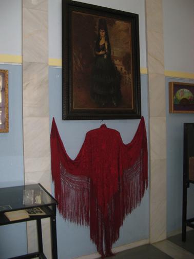 Mantón de Raquel Meller en el museo que comparte en Tarazona con la figura de Paco Martínez Soria