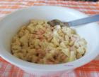 Ensaladilla de manzana, langostinos y huevo duro